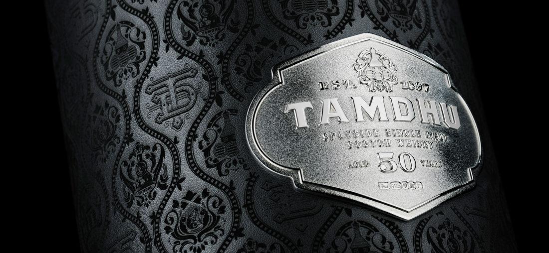 Tamdhu 50 case silver logo detail